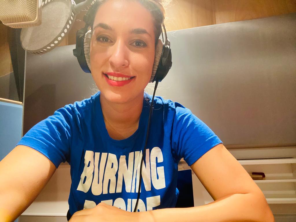 Tijen Onaran im Studio für NDR Redezeit